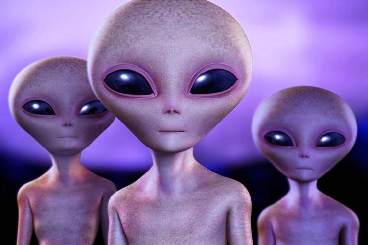 3 aliens na imagem. Uma brincadeira descontraída para indicar as parcerias criativas entre corretores de imóveis