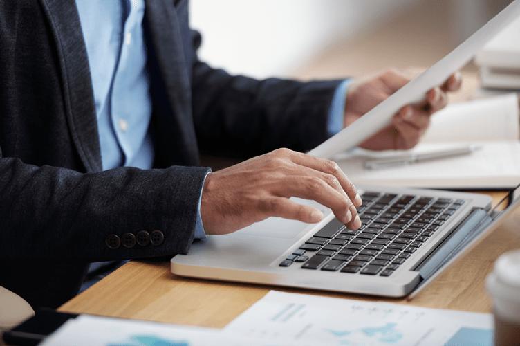 2. Se Apresentar Como Corretor de Imóveis: E-mail