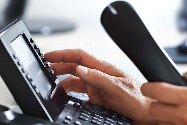 Como um corretor de imóveis deve abordar o cliente por telefone?
