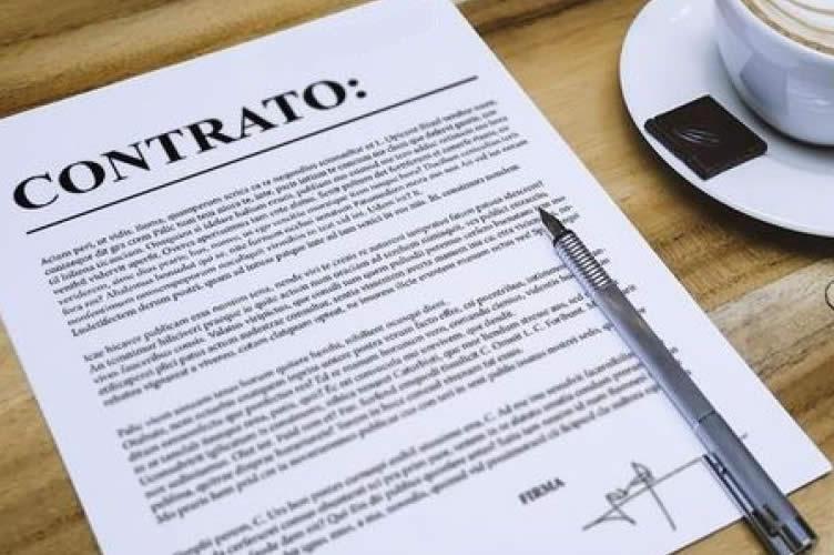 Contrato de aluguel ilustrativo assinado.