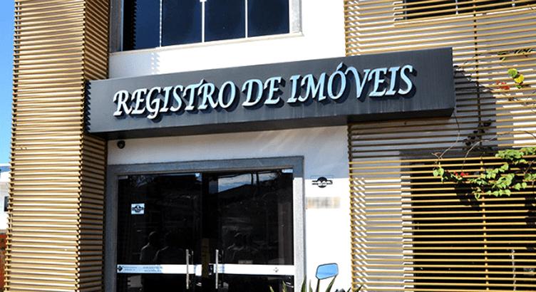 Imagem da fachada de um cartório de registro de imóveis. Para registrar o contrato de compra e venda de imóvel parcelado.
