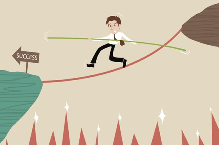 Corretor de imóveis na corda bamba, atravessando o abismo até o sucesso.