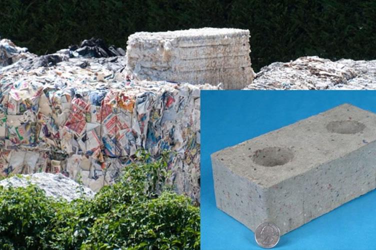 Construção ecológica. Mostra um monte de lixo no fundo que será transformado em tijolos para construções.
