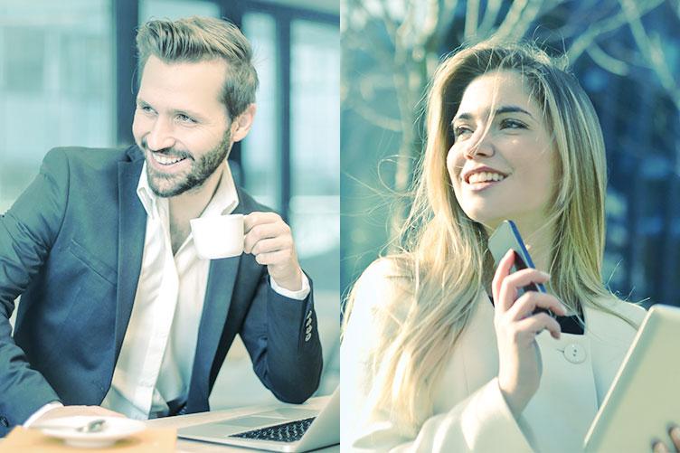 Imagem dividida ao meio. Na esquerda, o corretor de imóveis está feliz e segurando uma xícara de café. Na direita, a corretora olha para lado com o celular na mão em um dia ensolarado