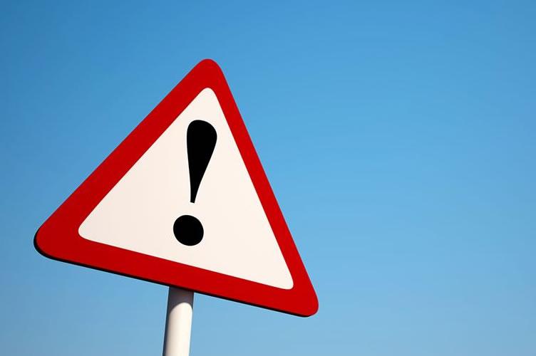 sinal de alerta para utilização de placas de vende-se