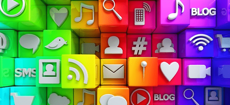 social media imobiliária com blocos coloridos e imagens de todas as redes sociais.